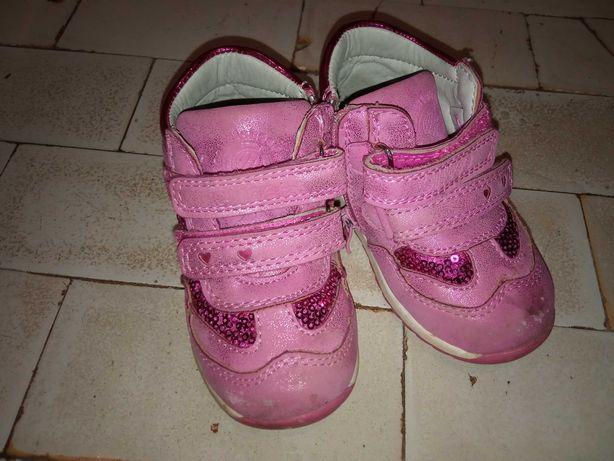 Отдам даром детские кроссовки