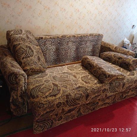 Продам диван в гарному стані