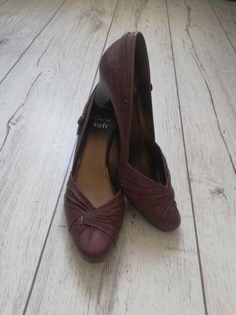 Brązowe buty na obcasie