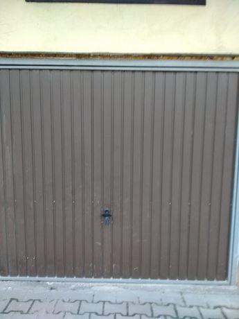 Brama garażowa uchylana