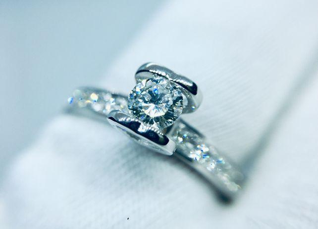 Золотое Кольцо сердечко с натуральным Бриллиантом.0.5 карат.