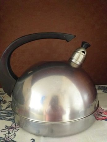 продам чайник из нержавейки со свистком и эмалированный.