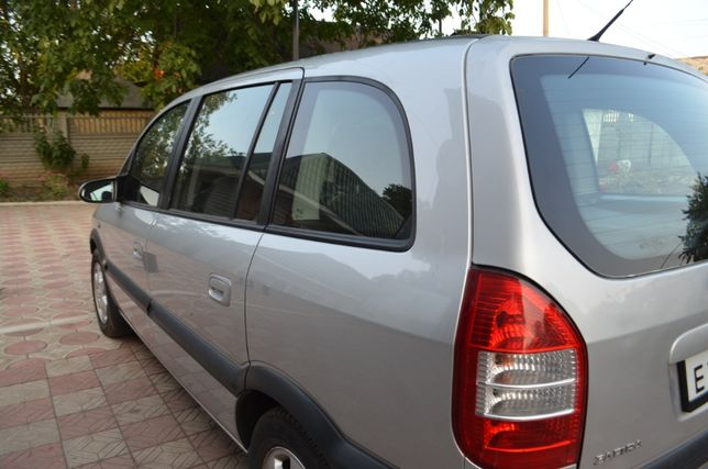 Продам машину Opel Zafira