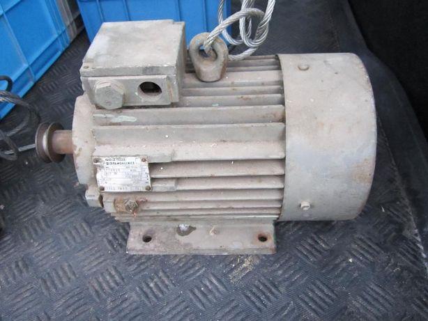 Silnik z przekładnią kątową