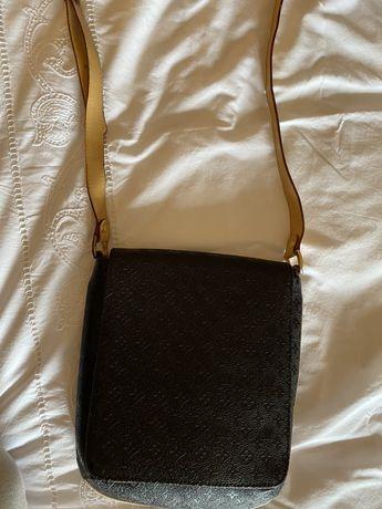 Louis Vuitton Crossbody Bag - cor preta