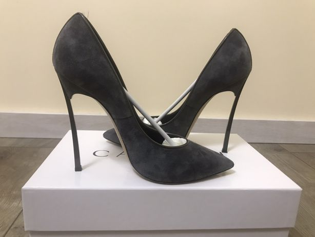 Продам туфлі casadei