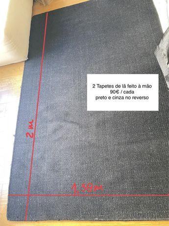 2 tapetes em lã feitos à mão