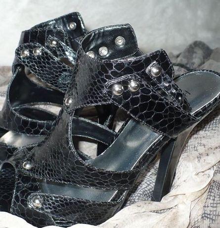 buty model Dior 37 wzór skóra węża czarne obcas