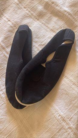 Sapatilhas pretas de ginastica