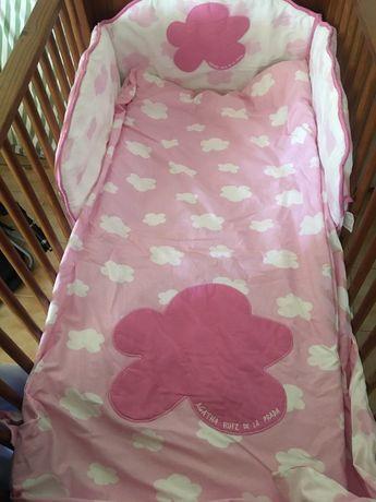 Protetor de cama de grades menina nuvens Agatha Ruiz Prada
