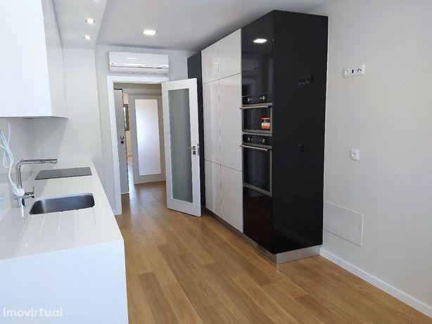 Apartamento novo 2 quartos e garagem + parqueamento na cidade de Tomar
