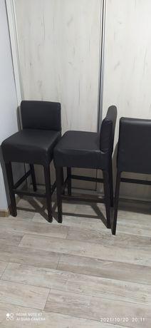 4 krzesła hokery