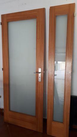 Porta de interior madeira e vidro fosco