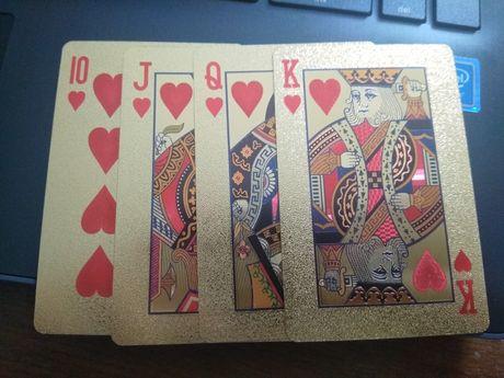Vendo baralho de cartas dourado