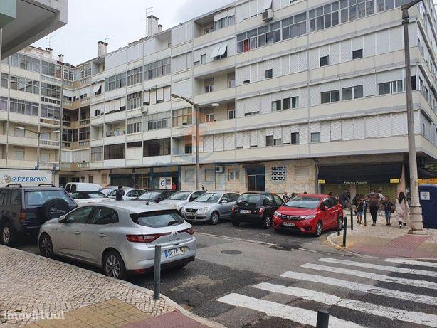 Apartamento T4 (5 Ass.) em REMODELAÇÃO TOTAL, na zona de ...