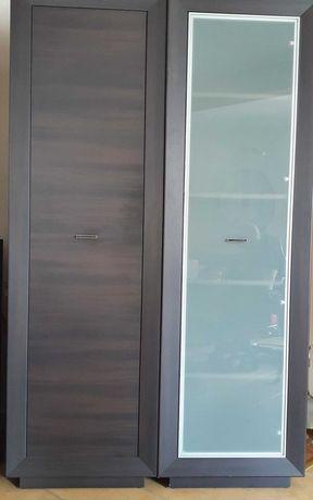 Dwie witryny komoda szafka wisząca półka plus dwa fotele