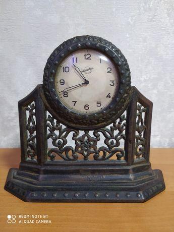 Часы механические в рабочем состоянии