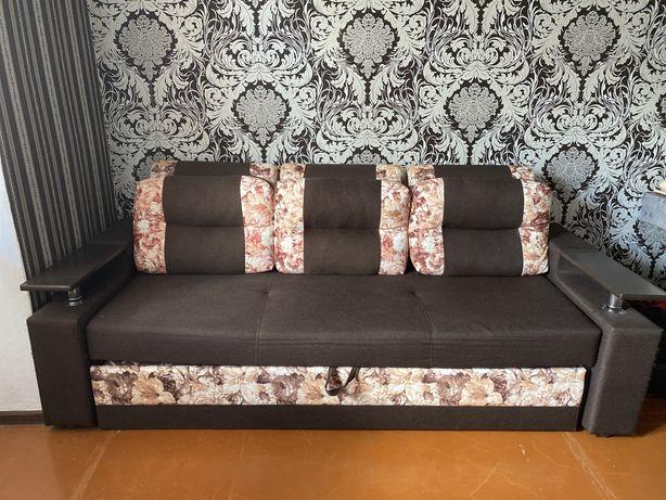 Продам двухместный диван.