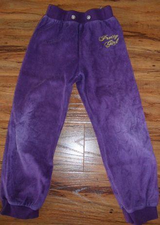 dwie szt. spodni dresowych dla dziewczynki na wzrost 104 cm