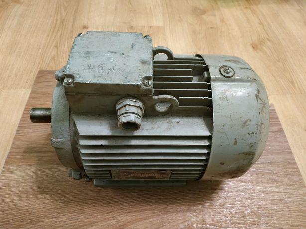 Продам асинхронный двухскоростной двигатель 380v