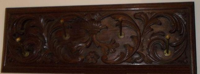 Cabide de Parede em madeira maciça talhada