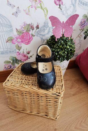 Sapatos e sapatilhas tamanho 22