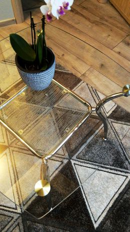 Szklany stolik/ława z chromowanymi nóżkami i półeczką +DOSTAWA gratis*