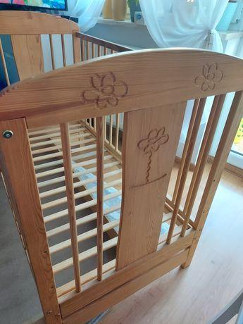Drewniane łóżeczko dziecięce 120x60 z szufladą