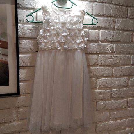 Śliczna biała sukienka rozmiar 122