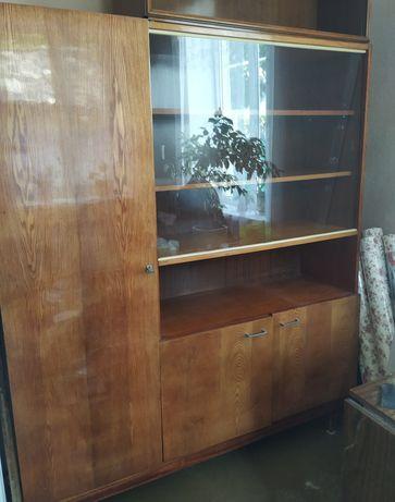 Стенка или книжный шкаф