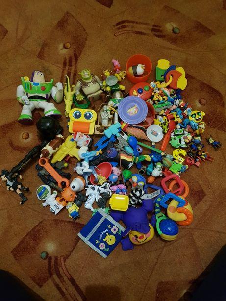 Zabawki z kinder i większe