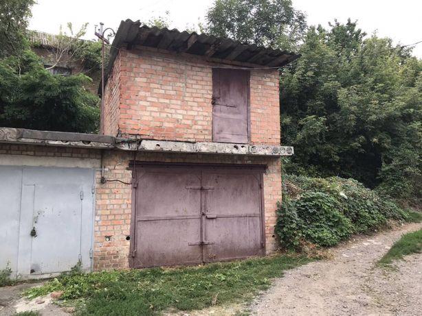 Продам двоповерховий цегляний гараж з ямою в м. Ромни