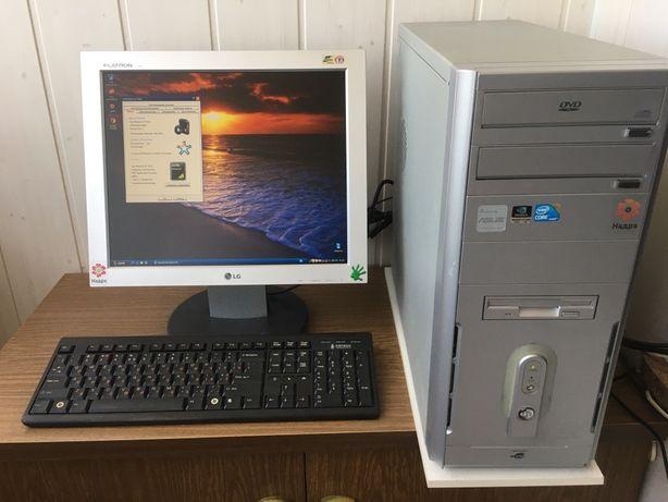 Комп'ютер з монітором і всим іншим