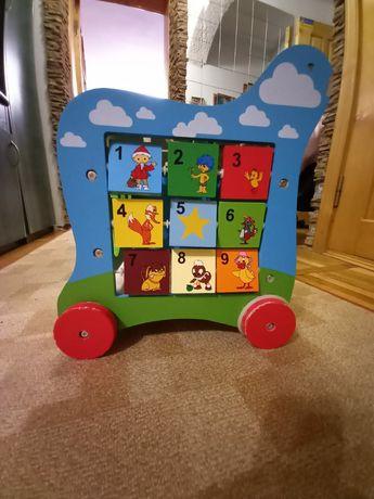Розвиваюча іграшка для дитини
