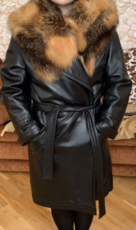 Шкіряне якісне пальто з хутром лисиці