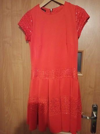 Czerwona sukienka z cekinami