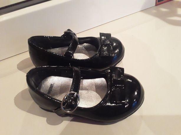 Продам лаковие туфли