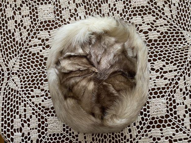 Elegancka czapka z lisa - damska