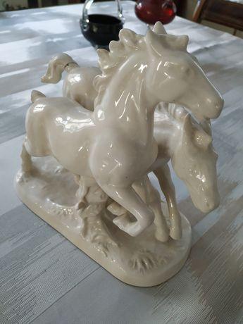 Konie w galopie figurka porcelanowa Western Germany