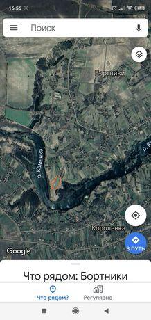 Участок у реки под строительство
