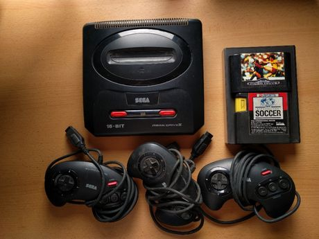 Sega Mega Drive 2 + 3 comandos + 2 jogos