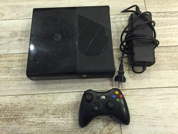 Konsola Xbox 360 250 GB + Kontroler