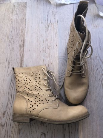 Jasno żółte buty za kostkę botki wiosenne
