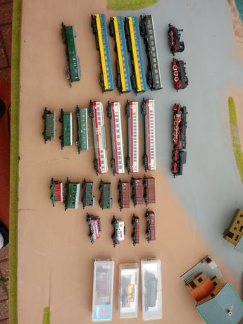 Lokomotywy wagony skala N 1:160 26szt 2 parowozy