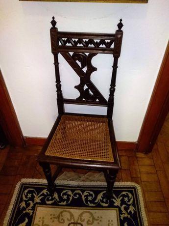 3 Cadeiras antigas em palhinha