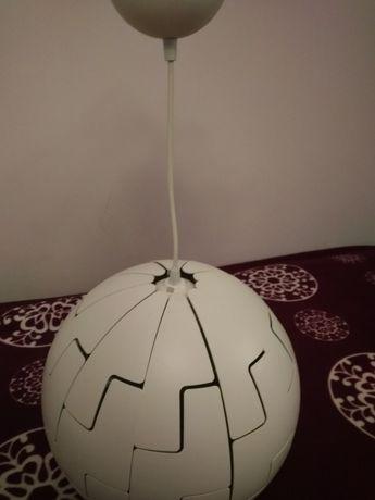 Żyrandol IKEA w kształcie kuli