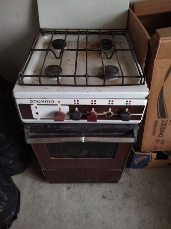 Газова плита,на чотири камфорки