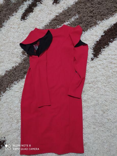 СРОЧНО!!Платье красное праздничное