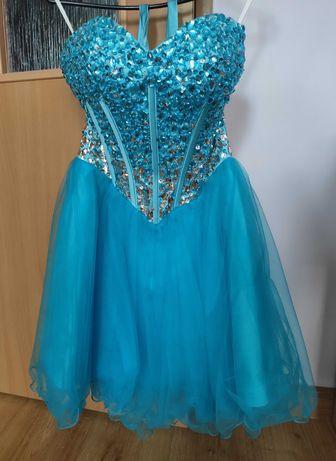 Sukienka ze zdobionym gorsetem