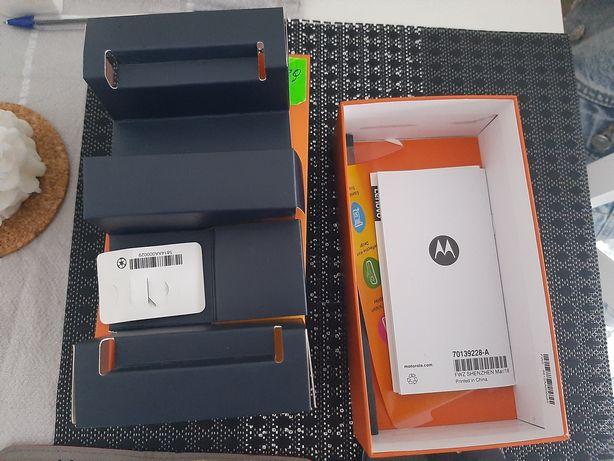 Telefon smartfon Motorola E5 Plus z dokumentami i gratisami